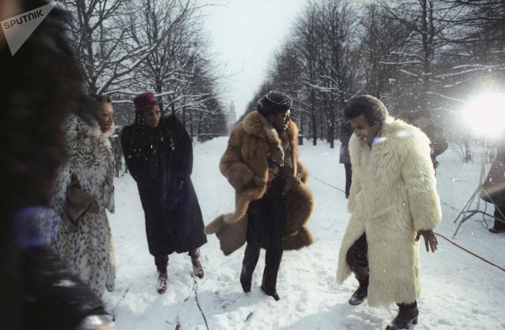 Grupa Boney M. na spacerze w Moskwie w przeddzień koncertu, 1978 rok