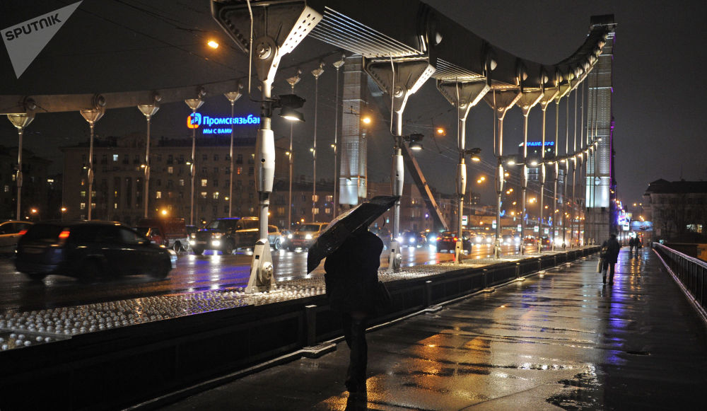 Spacer w deszczową pogodę po Krymskim Moście, 2011 rok