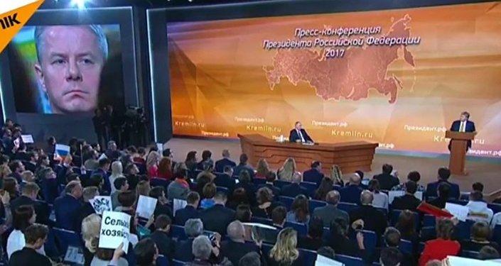 Dziennikarz TVN Andrzej Zaucha zadaje pytanie Putinowi