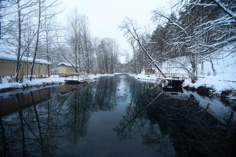 System składa się z trzech odrębnych jezior, które ukształtowały się w dawnym korycie rzeki Kazanki.