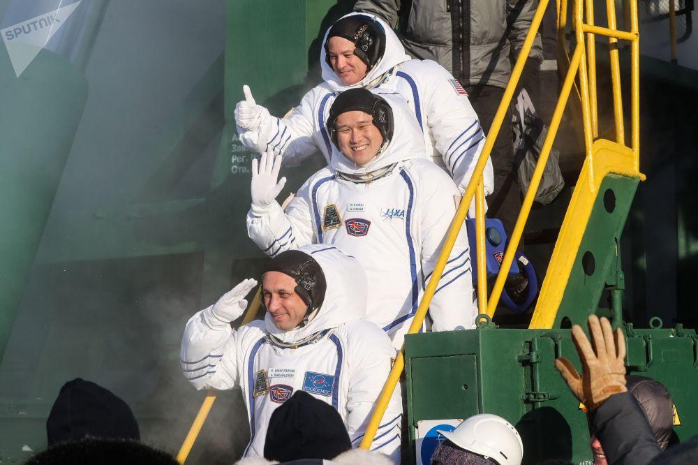 Załoga rakiety nośnej Sojuz-FG ze statkiem załogowym Sojuz MS-07