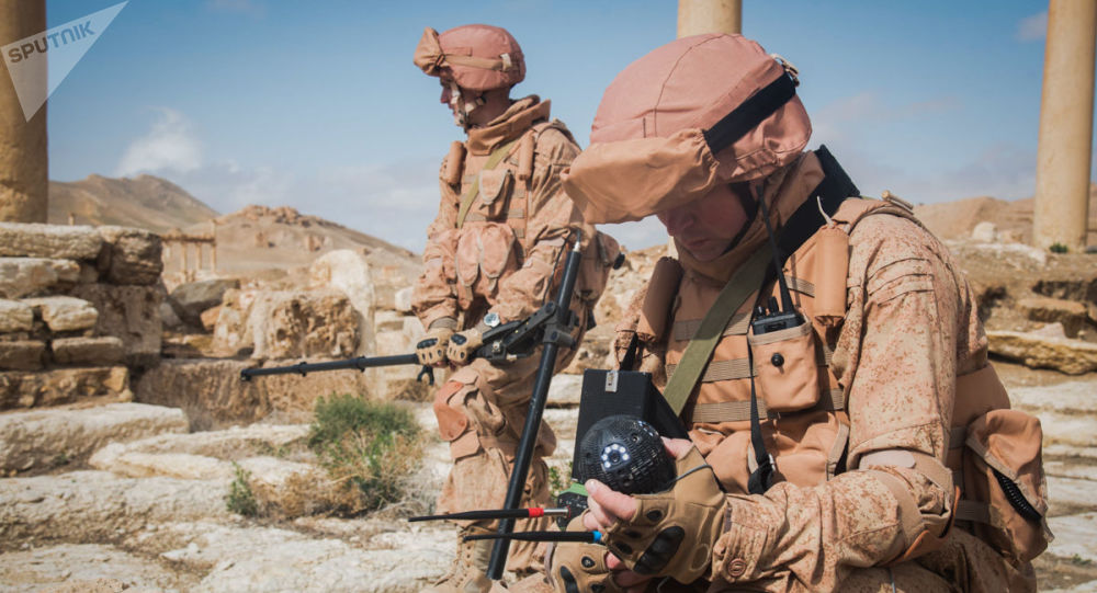 Rosyjscy saperzy rozminowują Palmirę z pomocą bezprzewodowego urządzenia Sfera