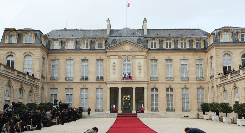 Pałac Elizejski w Paryżu. Zdjęcie archiwalne