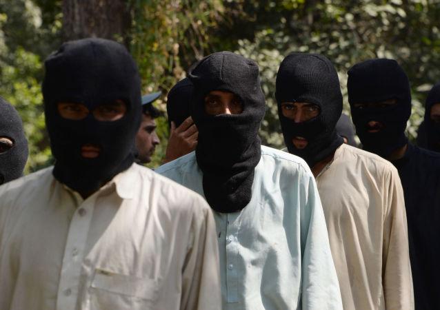 Domniemani członkowie PI na oddziale policyjnym w Afganistanie