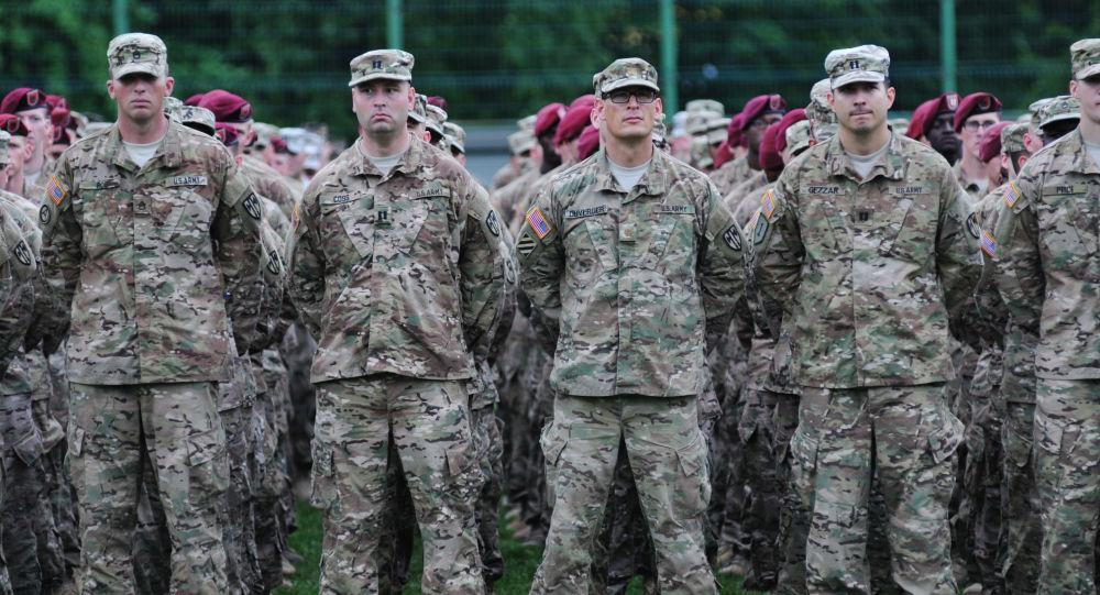 Amerykańscy wojskowi podczas ceremonii inauguracji międzynarodowych ćwiczeń wojskowych Rapid Trident 2015 na Ukrainie