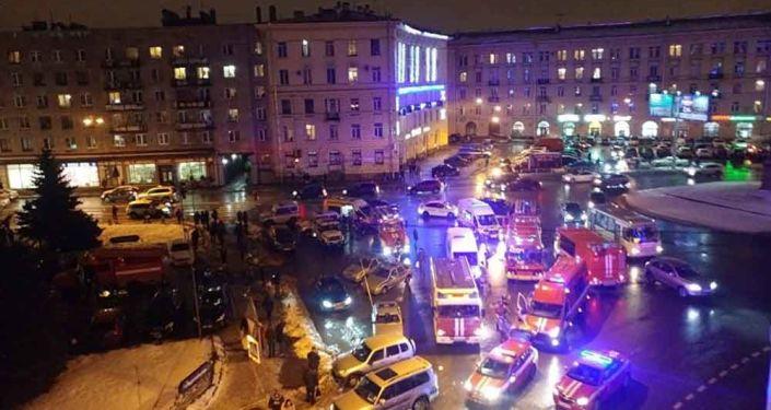 Ситуация на месте взрыва в магазине Перекресток в Санкт-Петербурге