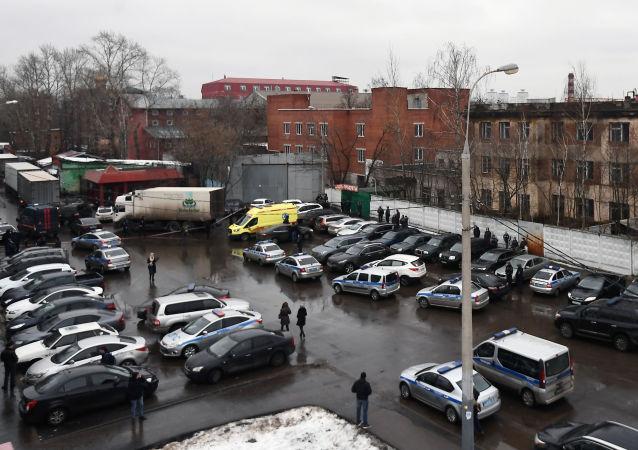 Policja i pogotowie na ulicy Iłowajskiej w Moskwie, gdzie doszło do strzelaniny