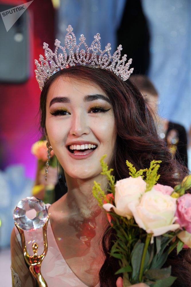 Aliya Iskanderova pierwsza wicemiss konkursu Ambasadorka piękności w Mandżurii
