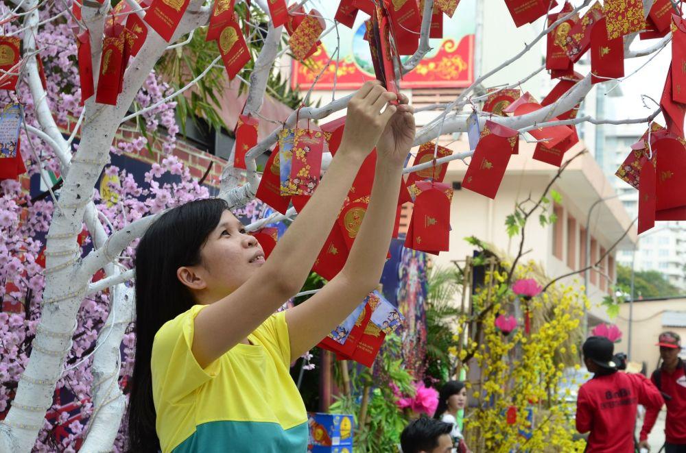 Święto Tết - wietnamski Nowy Rok oparty na chińskim kalendarzu - przypada w styczniu lub lutym.
