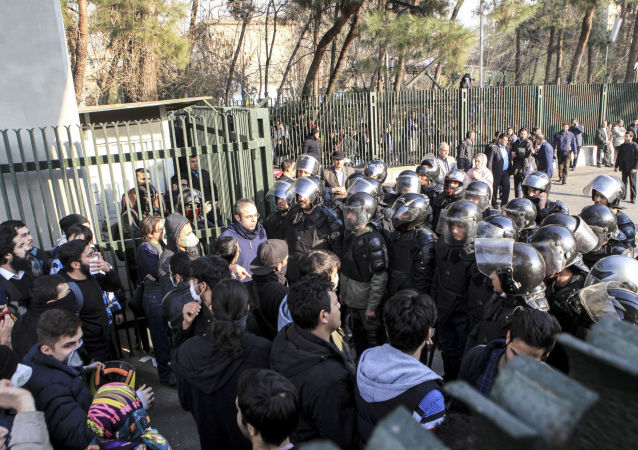 Studenci podczas protestów w Iranie