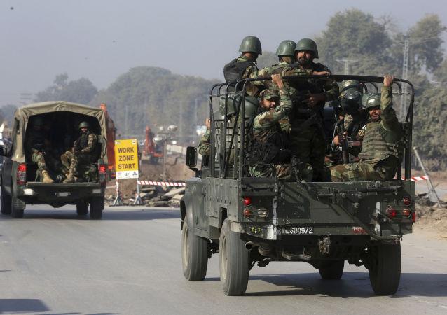 Oddziały wojskowe wysyłane do instytutu rolniczego w Peszawarze, gdzie doszło do ataku terrorystów