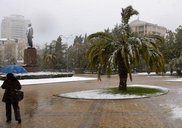 Na placu przed pomnikiem Lenina w Soczi