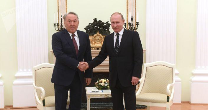 Prezydent Kazachstanu Nursultan Nazarbajew i prezydent Rosji Władimir Putin