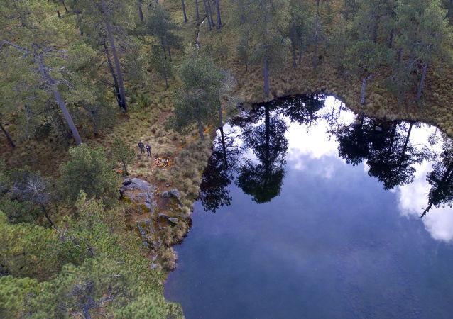W Meksyku zespół archeologów znalazł na dnie jeziora u podnóża wulkanu Iztaccíhuatl kamienny ołtar