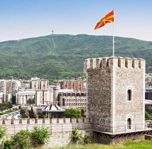 Widok na Skopsko Kale – twierdzę w Skopje, w północnej Macedonii