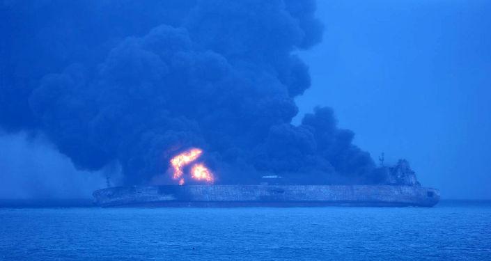 Płonący tankowiec Sanchi