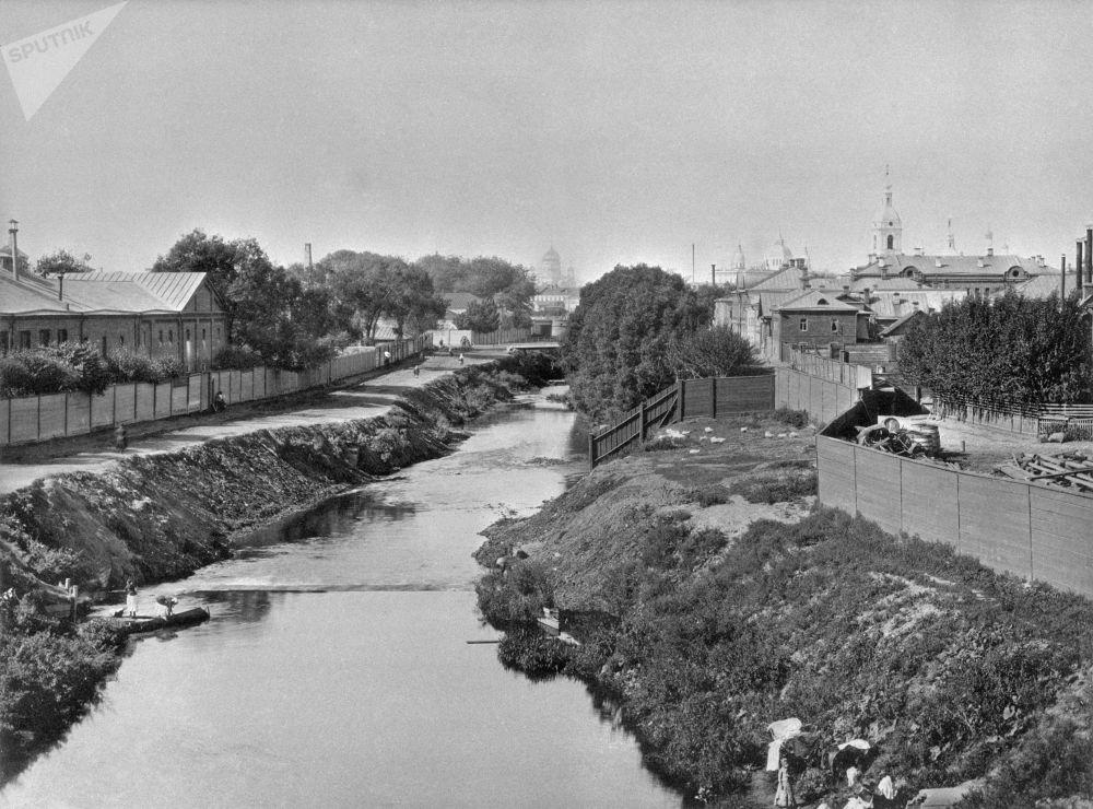 Widok na rzekę Jauzę z z mostu Vysokoyauzskogo w Moskwie, lata 80. XIX wieku