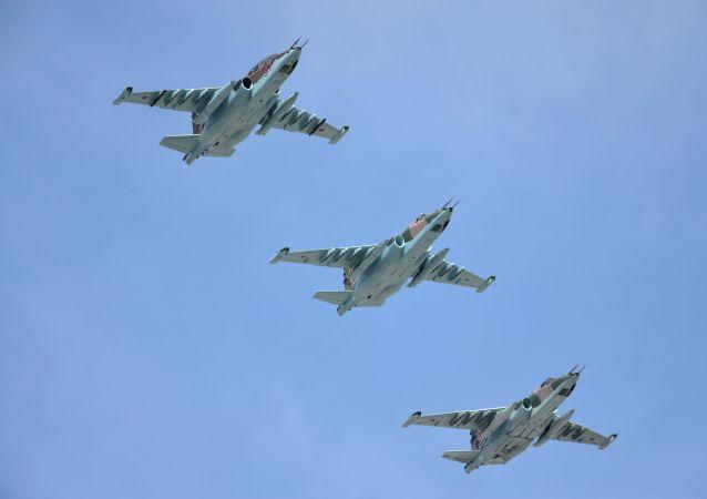 Dwusilnikowe samoloty szturmowe Su-25