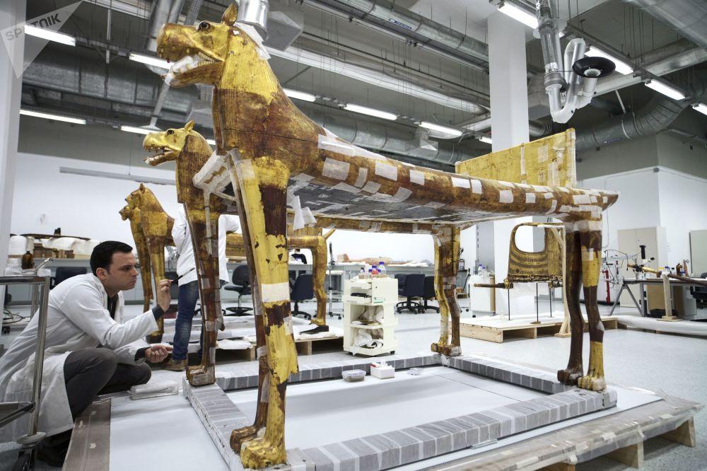 W Wielkim Muzeum Egipskim w Gizie już pojawiło się ponad 42 tysiące eksponatów.