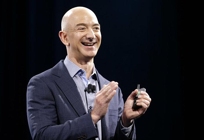 Szef i założyciel sklepu Amazon.com Jeff Bezos