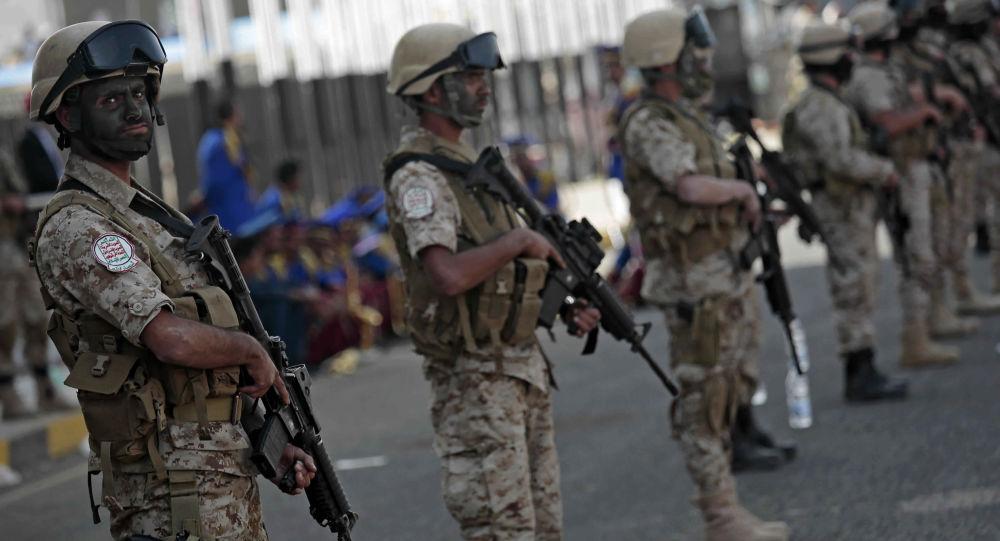Jemeńscy bojownicy Huti na akcji z okazji trzeciej rocznicy przejęcia kontroli nad stolicą Jemenu Saną