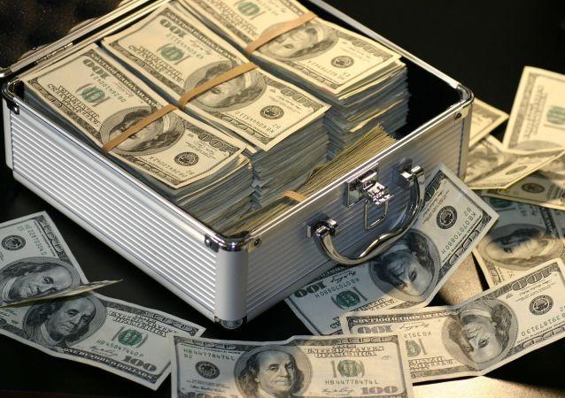 Walizka z dolarami