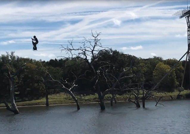 Testy latającego segway'a (wideo)