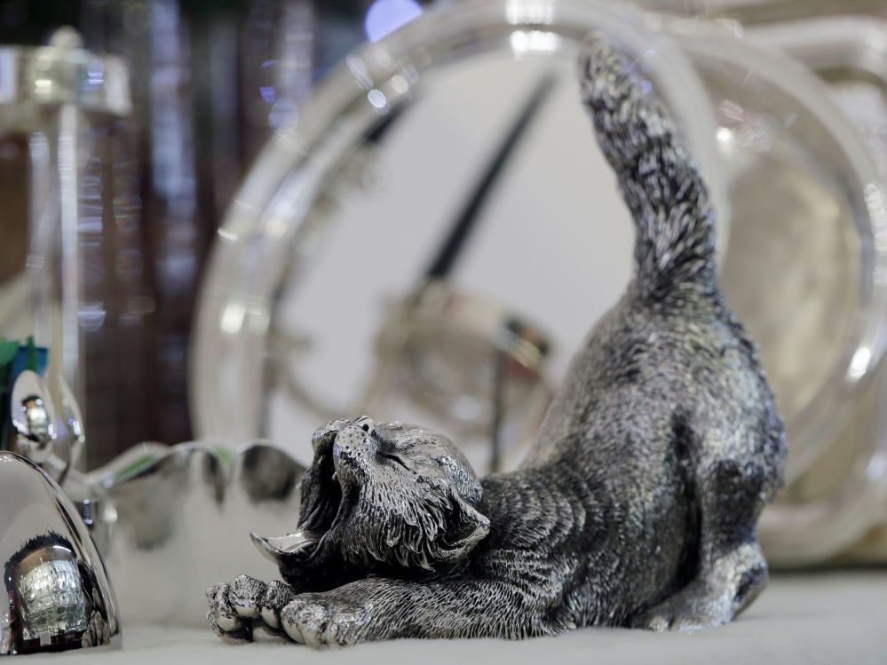 Dekoracyjny kot ze srebra w sklepie Silber Sturm w Wiedniu, Austria.