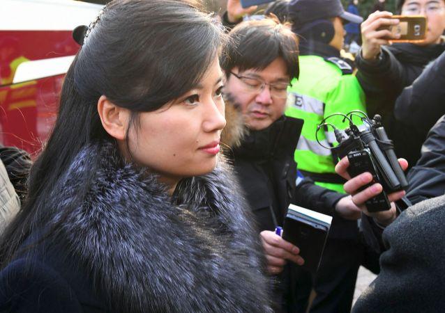 Północnokoreańska piosenkarka Hyon Song-wol podczas wizyty w mieście Gangneung
