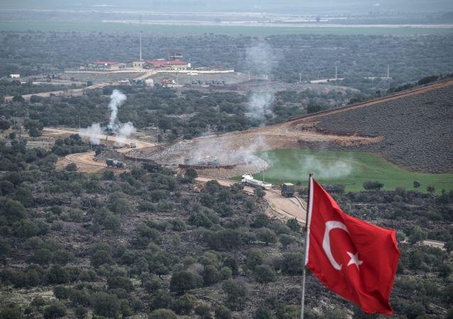 Tureckie wojska na syryjsko-tureckiej granicy