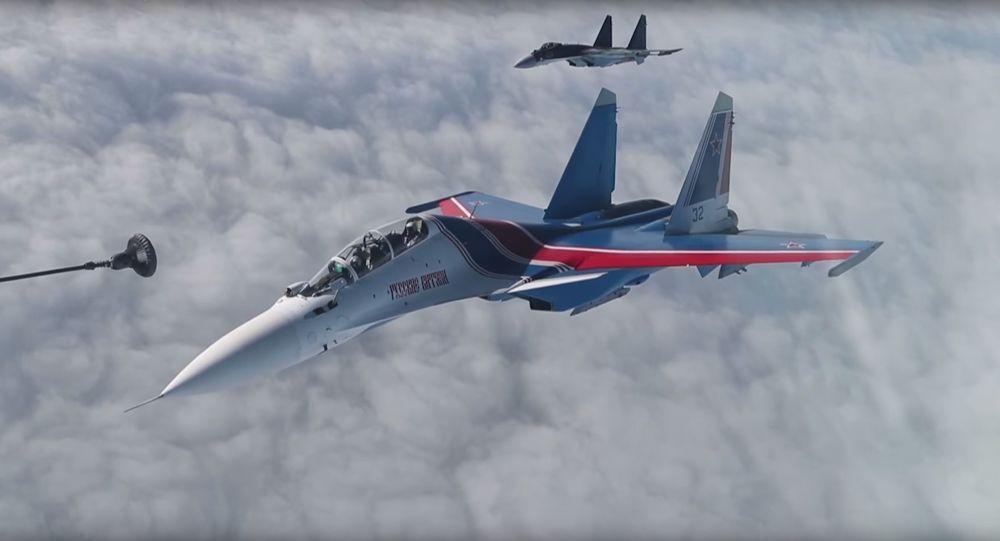 Dotankowanie w powietrzu z udziałem rosyjskiego lotnictwa myśliwskiego i bombowego