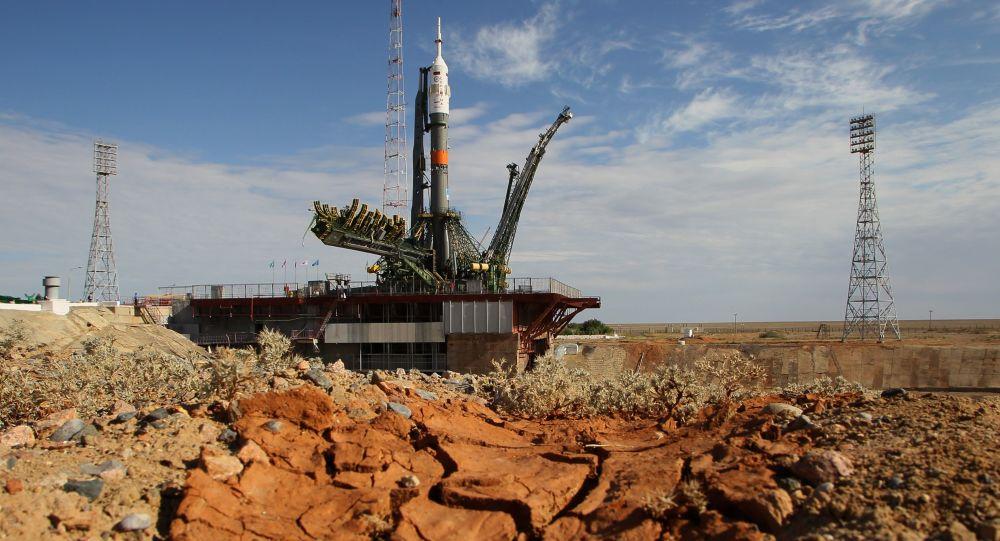 Rakieta Sojuz na kosmodromie Bajkonur w Kazachstanie