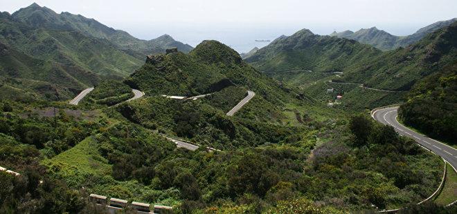 Droga na przełęczy Col de Turini we francuskich Alpach łączy Niceę i Monako