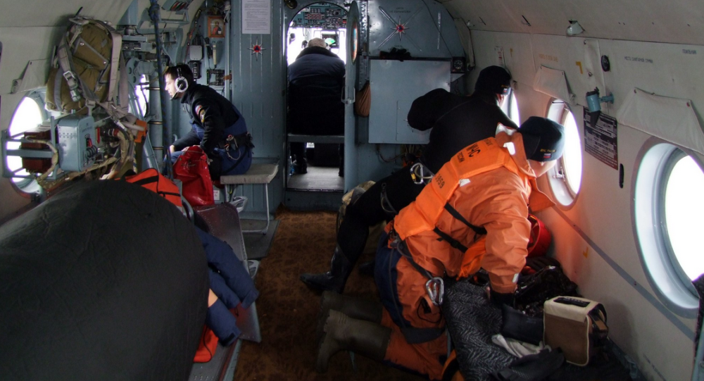Pracownicy Ministerstwa ds. Sytuacji Nadzwyczajnych w czasie akcji poszukiwawczej na Morzu Japońskim