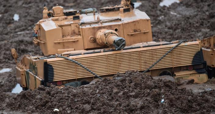 Turecki czołg na granicy z Syrią