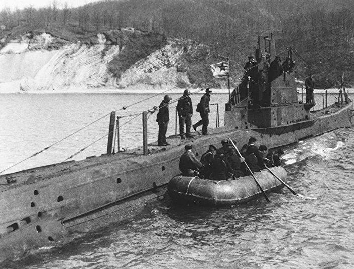 Ćwiczenia na okręcie podwodnym Szcz-214