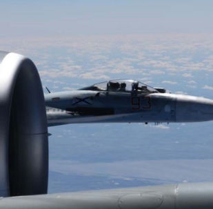 Zbliżenie rosyjskiego Su-27 z amerykańskim samolotem rozpoznawczym RC-135U