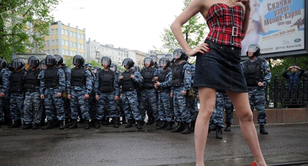 Kordon policji podczas protestów, 2012 rok