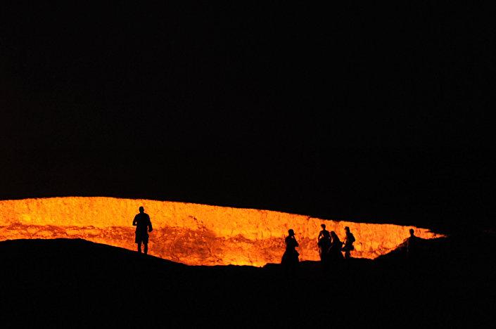 Krater gazowy Wrota Piekieł w Derweze w Turkmenistanie