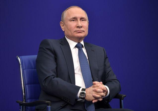 Kandydat na urząd prezydenta Rosji Władimir Putin w czasie przedwyborczego spotkania