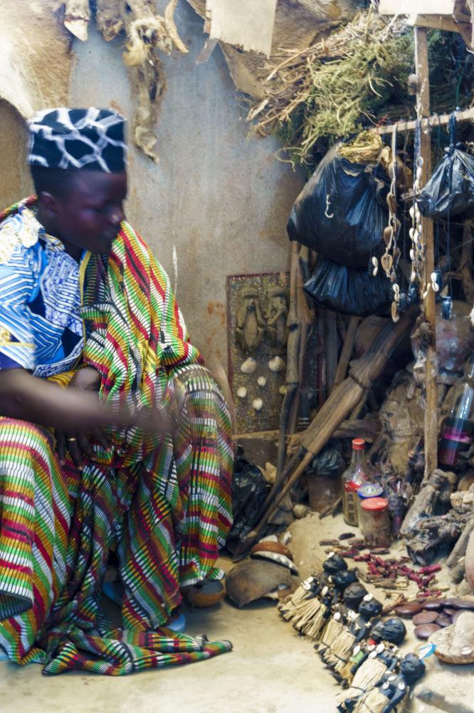 Mag Voodoo na targowisku Akodessawa w Lomé, stolicy Republiki Togijskiej.