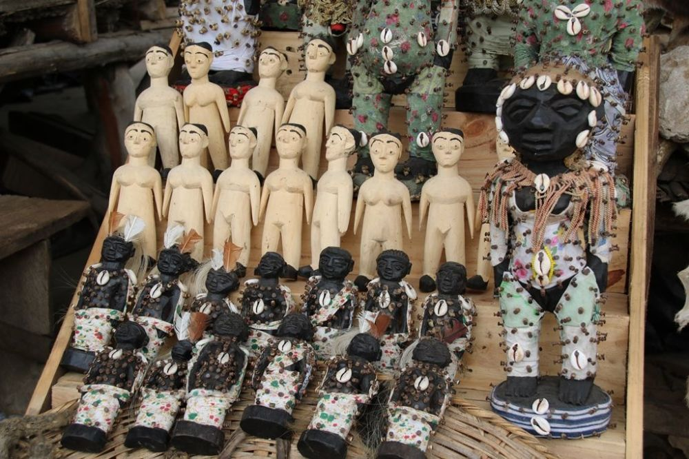 Fetysze Voodoo na targowisku Akodessawa w Lomé, stolicy Republiki Togijskiej.