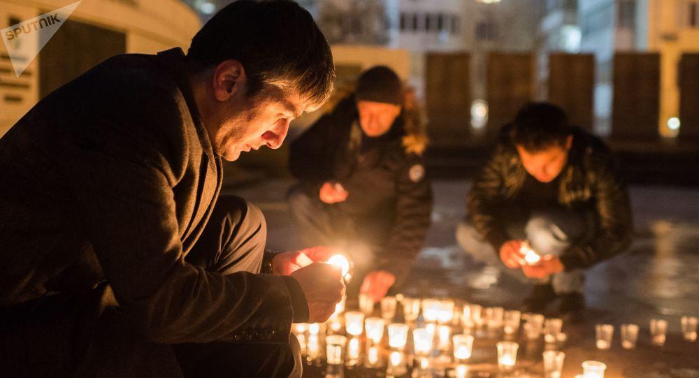 Akcja pod pomnikiem lotników w Sewastopolu ku pamięci pilota Su-25, Romana Filipowa, który zginął w Syrii