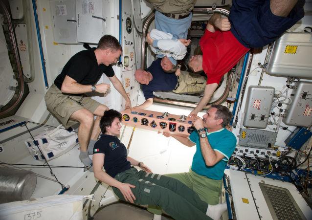 Członkowie załogi Ekspedycji 43 na pokładzie MSK