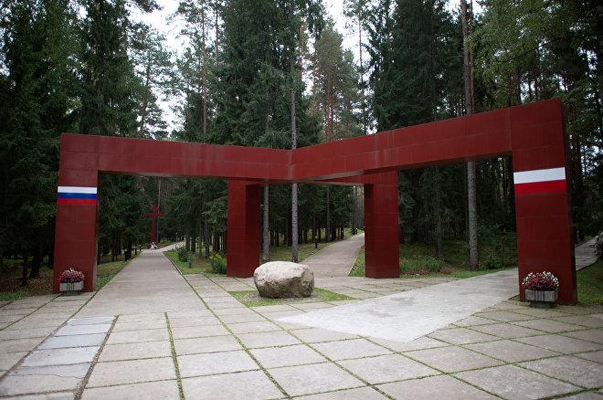 Pomnik ofiar represji politycznych w Katyniu