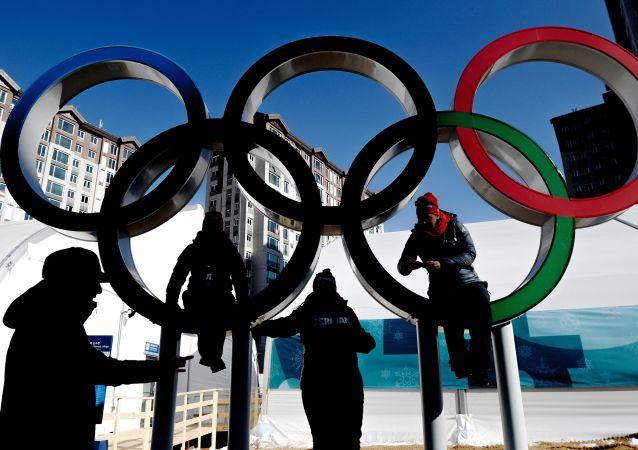 Wolontariusze Zimowych Igrzysk Olimpijskich 2018 w wiosce olimpijskiej w Pjongczangu