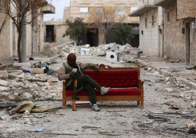 Bojownik Wolnej Armii Syrii niedaleko Al Bab, 4 lutego 2018