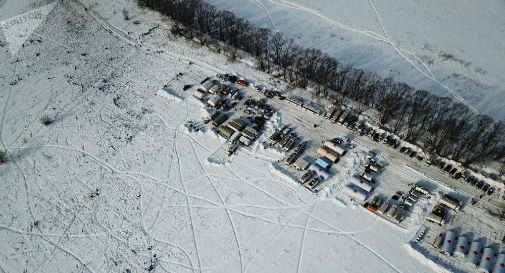 Namioty pracowników Ministerstwa ds. Sytuacji Nadzwyczajnych na miejscu katastrofy samolotu An-148 Sraratowskich Linii Lotniczych