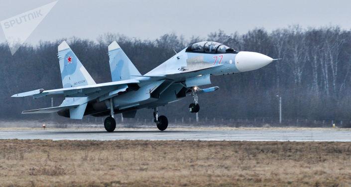 Wielozadaniowy myśliwiec Su-30SM na poligonie Pogonowo w obwodzie woroneskim