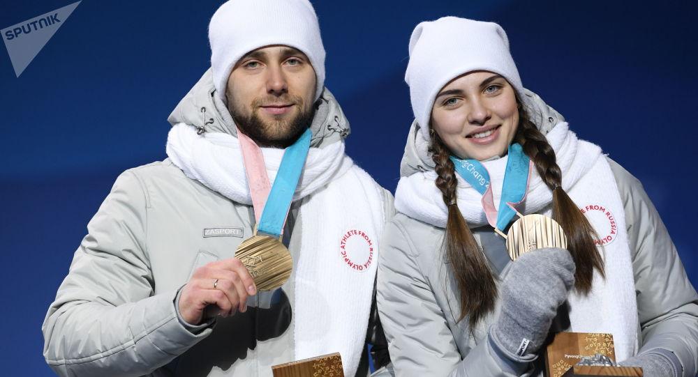 Rosyjscy sportowcy Anastazja Bryzgałowa i Aleksander Kruszelnicki - zdobywcy brązowych medali w curlingu